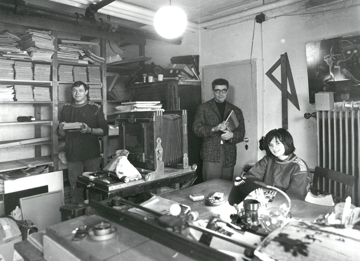 Ingrid Windstosser: Ludwig Windstosser mit Assistentin Heide Schmidt und Assistent Rolf Schmidt im Labor, 1964