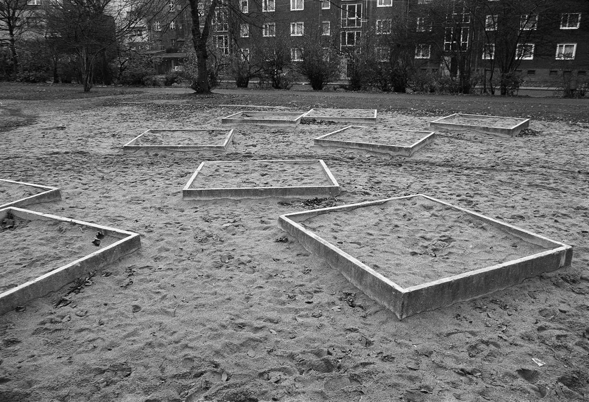 """Petra Wittmar, aus der Serie """"Spielplätze"""", 1979, Silbergelatinepapier, Museum für Kunst und Gewerbe Hamburg, © Petra Wittmar"""