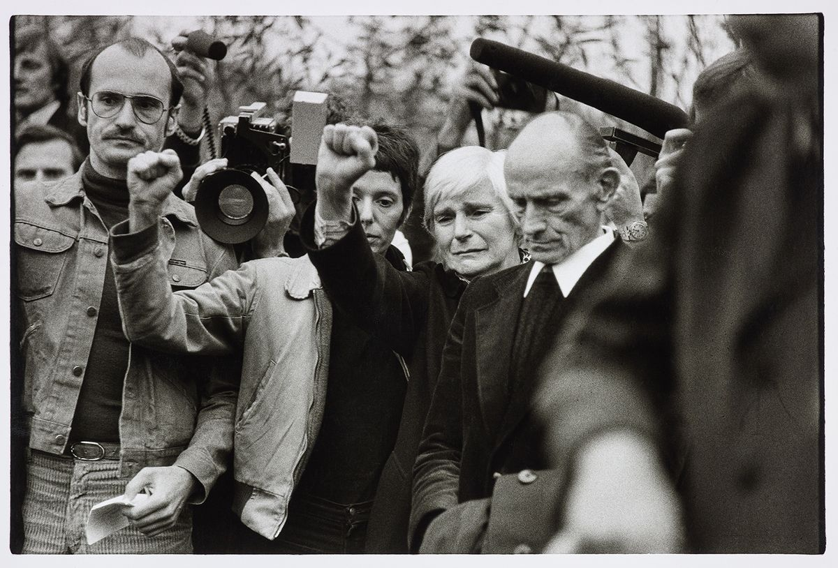 Angela Neuke, Begräbnis Baader, Ensslin, Raspe, 1977, Silbergelatinepapier, LVR Landesmuseum Bonn, © L. Lutz, 2020